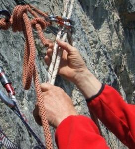 Sicuri sul sentiero (photo courtesy www.cnsas.it)