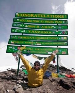 Spencer West in vetta al Kilimanjaro (Photo courtesy www.freethechildren.com)
