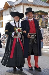 Val Gardena in costume (Photo courtesy pressway.it)