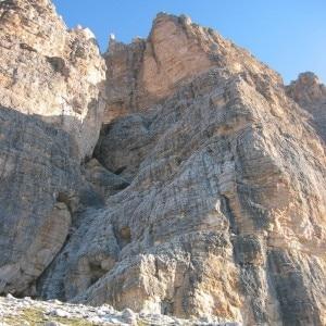 Parte iniziale della via Eotvos-Dimai sulla parete sud della Tofana di Rozes (Photo courtesy of kitalpha.altervista.org)