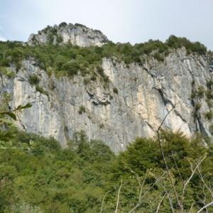 Falesia del Vaccarese, una delle zone di ricerca (Photo courtesy of Scuola di Alpinismo e Scialpinismo Guido Della Torre)