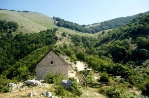 Il rifugio Liberamonte e il monte Semprevisa