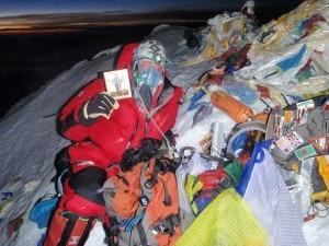 Konjuchov in vetta all'Everest 2 (Photo courtesy www.konyukhov.ru)
