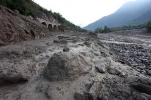 I detriti della frana del torrente Rabbia lungo il fiume Oglio (Photo courtesy of Fotogramma/Bs/brescia.corriere.it)