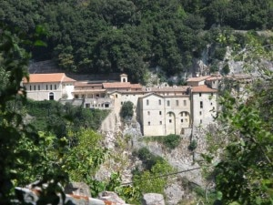 Il santuario di Greccio sui Monti Sabini (Photo courtesy of www.giacomogoli.net)