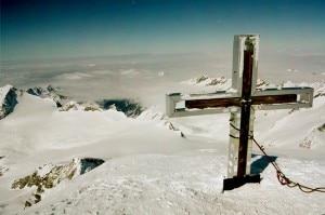 La croce sulla cima del Grossvenediger prima della rimozione (Photo courtesy of www.summitpost.org)