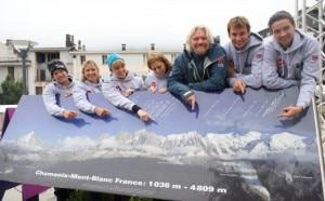 Richard Branson, in giacca blu, e i fondatori di Big Change a Chamonix (Photo courtesy of  www.virgin.com/richard-branson/blog)