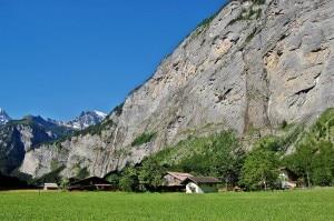 La parete da cui si è gettata la base jumper, tra gli abitati di Lauterbrunnen e Stechelberg (Photo courtesy of www.summitpost.org)