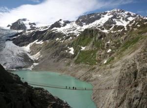 Il laghetto del ghiacciaio del Trift formatosi sul finire degli anni 90 (Photo courtesy of www.radiotavisupleba.ge)