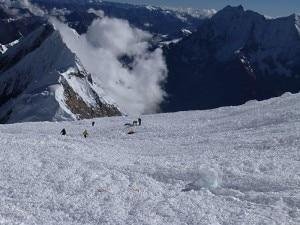 La valanga sul Manaslu (Photo courtesy www.alpineascents.com)