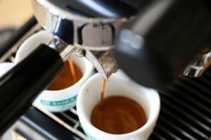 Il caffè espresso al bar (Photo courtesy of flickr.com)