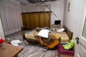 L'interno di un appartamento di Mormanno dopo il sisma (Photo courtesy of Ansa)