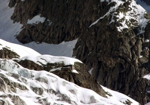L'oggetto non identificato sarebbe caduto sul Ghiacciaio delle Grandes Jorasses, nella zona del Rifugio Gabriele Boccalatte e Mario Piolti (Photo courtesy of www.summitpost.org)