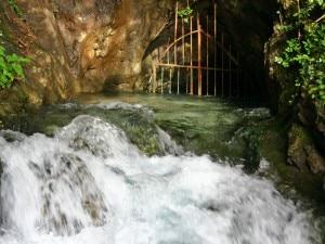 Dove Fiumelatte esce allo scoperto (Photo courtesy wikipedia.org)