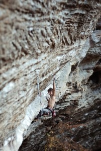Jacopo Larcher su Omaha beach 8b+ o s (Photo François Lebeau)