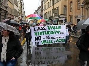 Manifestazione contro inceneritore valdostano (photo courtesy repubblica.it)