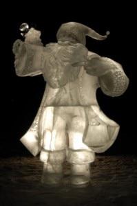 Babbo Natale di ghiaccio (Photo courtesy of stuckattheairport.com)