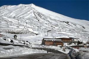 Il Rifugio Sapienza si trova sul versante sud dell'Etna (Photo courtesy of www.skimountaineering.org)