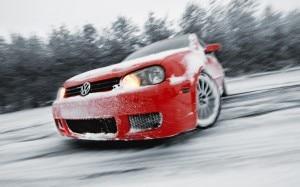 Auto slitta sulla neve (Photo courtesy of wallsdl.com)
