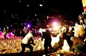 La battaglia di palle neve svoltasi a Seattle ed entrata nel Guinnes dei primati (Photo Jake Clifford courtesy of Seattle Snow Day)