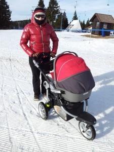 L'uomo camminava sulle piste spingendo il passeggino su cui si trovava il figlio di pochi mesi (Photo courtesy of blog.pegperego.com)