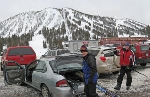 Condividendo l'auto con la pratica del Carpooling si ottengono sconti nei comprensori di Bardonecchia Ski e Adamello Ski (Photo courtesy of www.ski-epic.com)