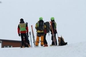 Uomini del Cnsas pronti per un intervento sulla neve (Photo courtesy of ilcapoluogo.globalist.it)