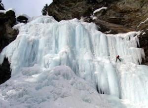 Cascate di ghiaccio della Val Febbraro (Photo courtesy of www.sasl.it)