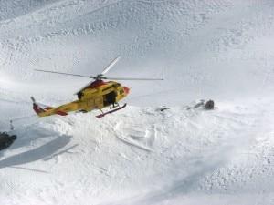 Photo of Livigno: cade di testa nella neve, salvato da un altro sciatore