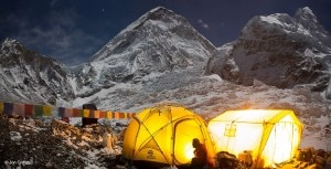 Photo of Everest: summit al campo base tra alpinisti, autorità e sherpa. Arrivano le scuse