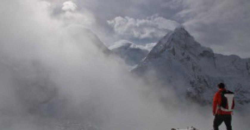 Everest-photo-courtesy-Simonemoro.com_-300x199.jpg