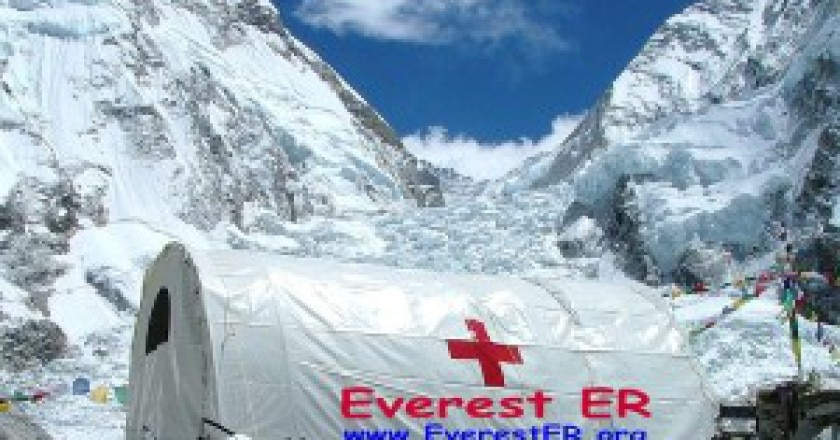 Everest-pronto-soccorso-Photo-courtesy-wikipedia.org_-300x211.jpg