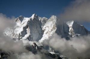 Makalu-North-Face-And-Chomolonzo-From-Langma-La-In-Tibet-300x199.jpg