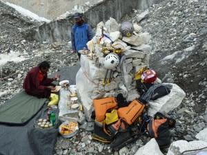 Photo of Marco Confortola e Peter Hamor al campo base di Everest e Lhotse