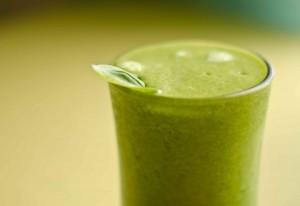 Photo of Bevande originali: la ricetta di uno smoothie alle erbe di montagna