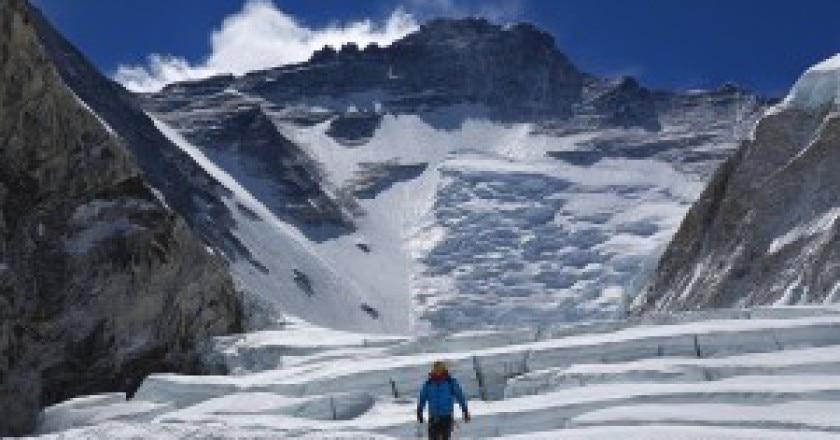 Tra-campo-1-e-campo-2-dell-Everest-Photo-Jon-Griffith-pagina-facebook-300x200.jpg
