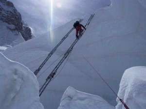 Photo of Everest, caduta fatale in un crepaccio dell'Icefall