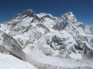 Photo of Everest, uno sherpa morto per mal di montagna e uno ferito da rocce