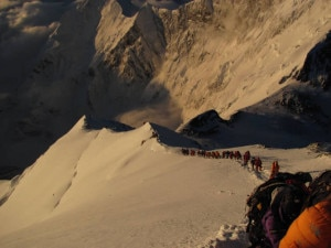 Photo of Riflessioni dal Nepal: Everest, un mito che sta perdendo la sua bellezza