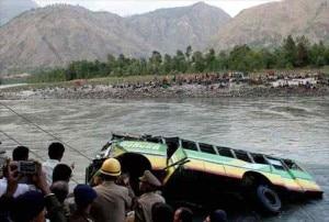 Photo of Autobus nel fiume nell'Himalaya Indiano, oltre 40 morti