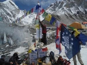 Photo of Everest, sacralità e tradizioni. Parola di Laxman e Lhakpa Sherpa