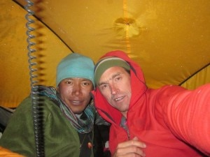 Photo of Kenton Cool e Dorje Gylgen Sherpa fanno tris: in vetta a Nuptse, Everest e Lhotse