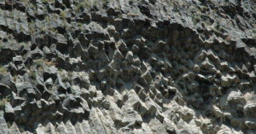 Le-Colonne-di-Basalto-in-Armenia-Sinfonia-della-roccia-Photo-Torsten-Ahren-300x199.jpg