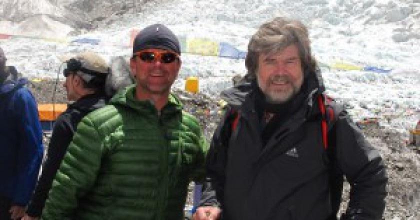 Messner-e-Dean-Carriere-al-campo-base-Photo-courtesy-deancarriere.com-courtesy-Explorersweb.com_-300x225.jpg