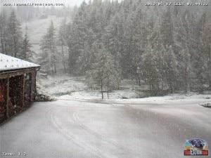 Photo of Neve sulle Alpi a 1300 metri. E il maltempo continua
