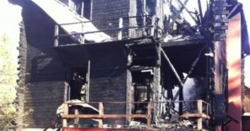 Rifugio-città-di-casale-distrutto-dalle-fiamme-Photo-courtesy-aostasera.it_-296x300.jpg