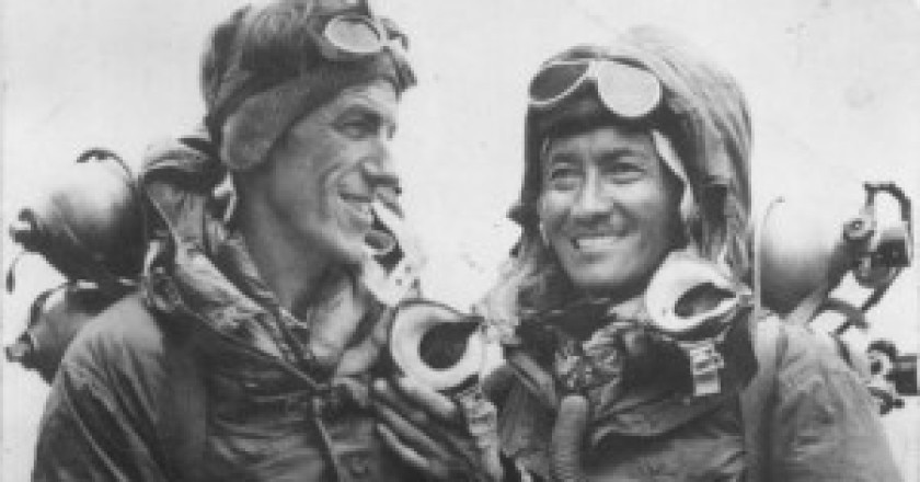 Sir-Hillary-e-Tenzing-nel-1953-photo-courtesy-theatlantic.com_-300x178.jpg