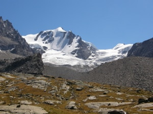 Gran Paradiso dal rifugio Chabod (Photo courtesy commons.wikimedia.org)