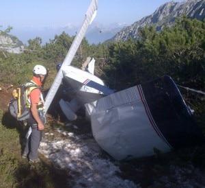 La carcassa dell'aereo come appariva ai soccorritori questa mattina (Photo courtesy of Cnsas Veneto)