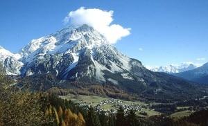 Monte Antelao e San Vito di Cadore (Photo V.Costa courtesy of commons.wikimedia.org)